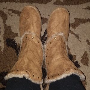 Shoes - Tan Fur Lined Gold Studded Boots